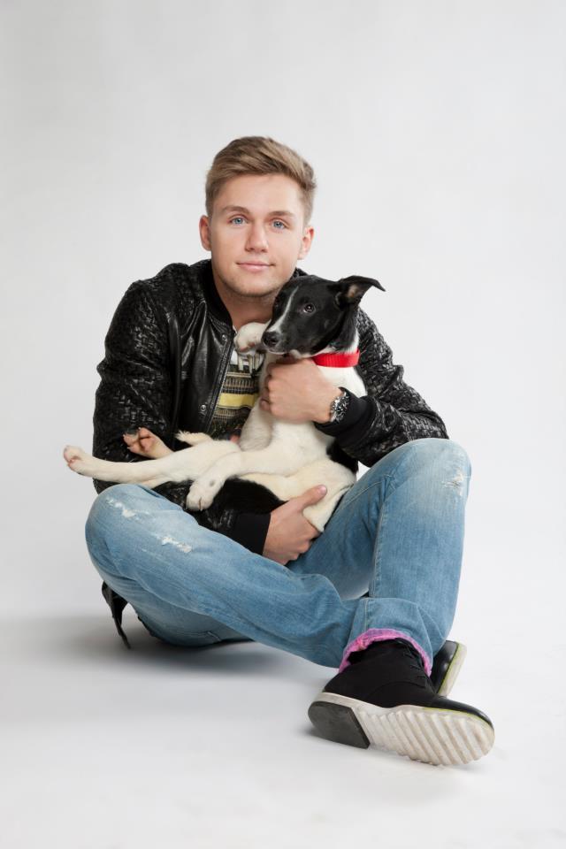 Влад Соколовский и собака из приюта