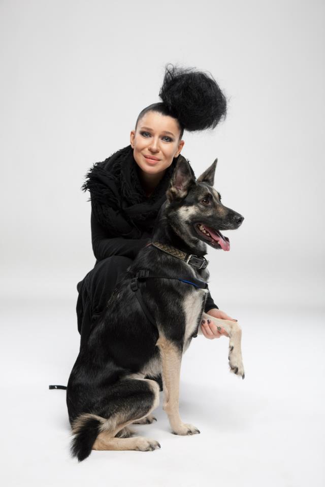 Елка и собака Марта из приюта